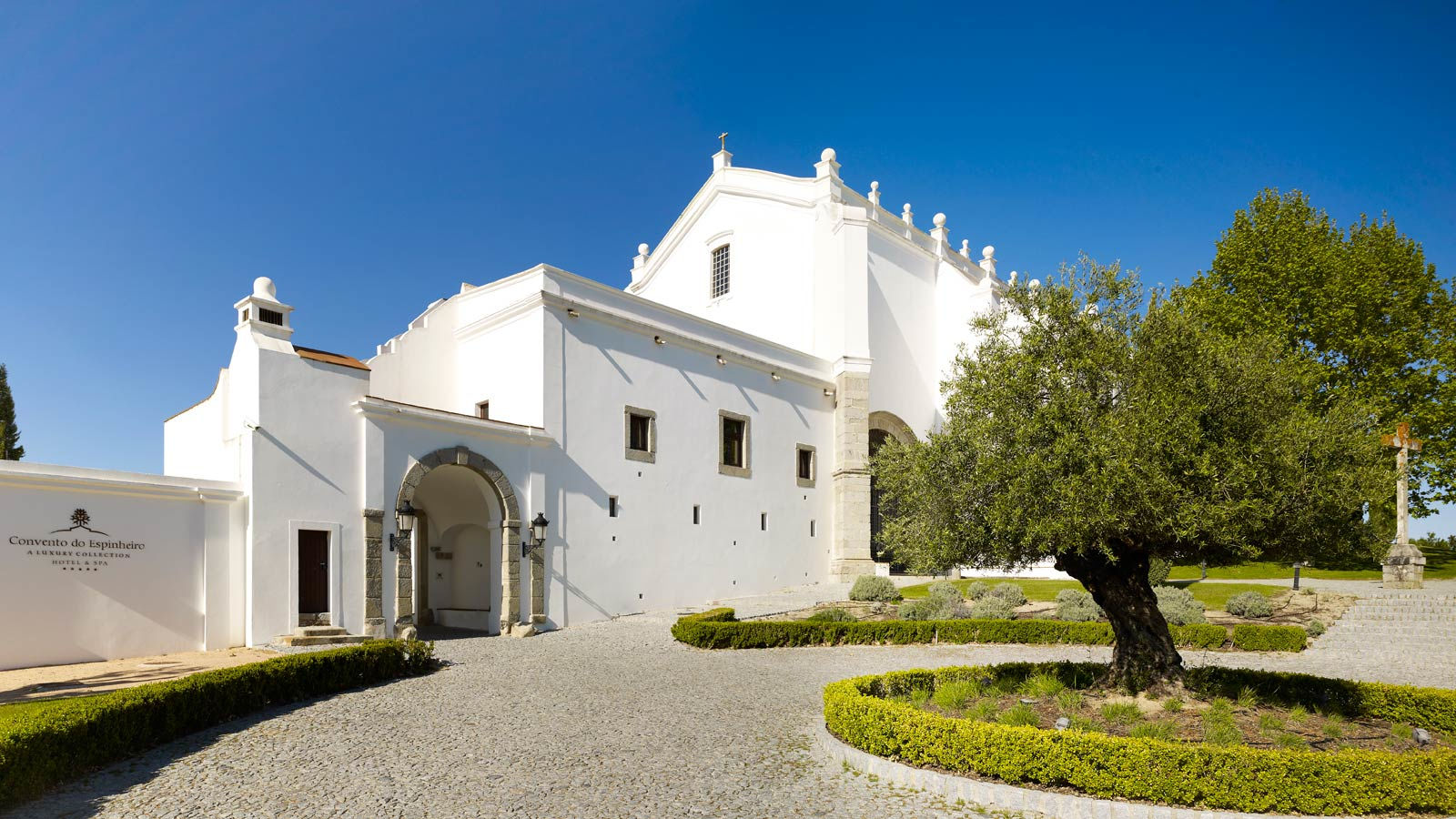 Le Convento do Espinheiro Hotel & Spa, un hôtel de la collection de luxe de Starwood, à Évora